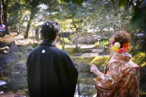 玉里庭園で和装でシャボン玉